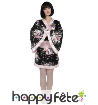 Kimono japonais noir motifs fleuris pour femme