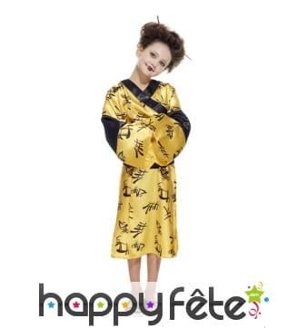 Kimono jaune satiné de petite chinoise