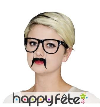 Lunettes avec moustaches noires et chainette
