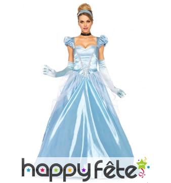 Large et longue robe bleue de princesse adulte
