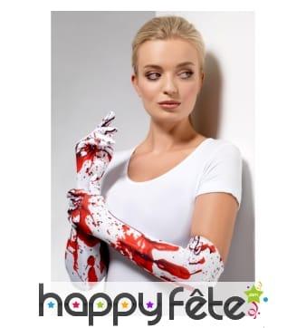 Longs gants blancs couverts de sang