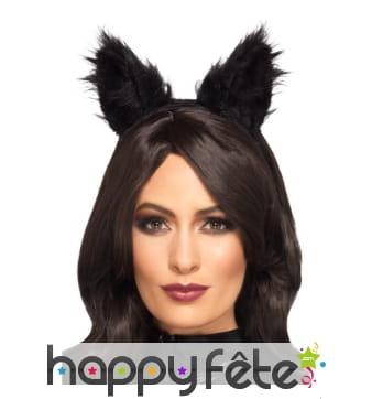 Longues oreilles de chat noir en fourrure