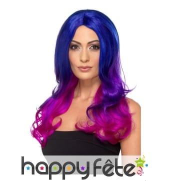 Longue perruque bleue teintes de violet, ondulée