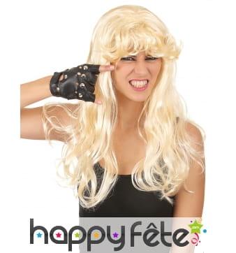 Longue perruque blonde légèrement ondulée