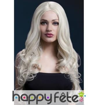 Longue perruque blonde ondulée. 66cm