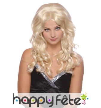 Longue perruque blonde ondulée avec raie centrale
