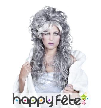 Longue perruque grise ondulée avec volume