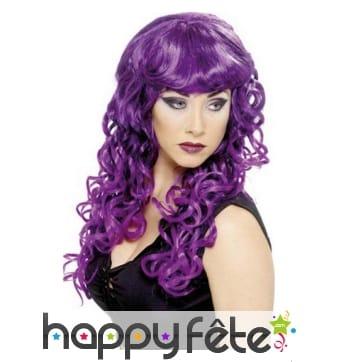 Longue perruque ondulée violette et mèches noires