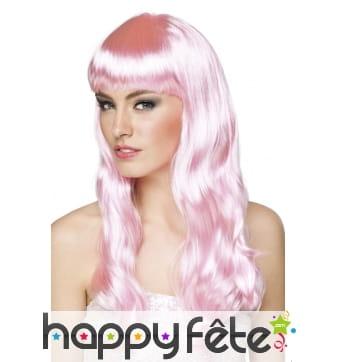 Longue perruque rose pâle ondulée