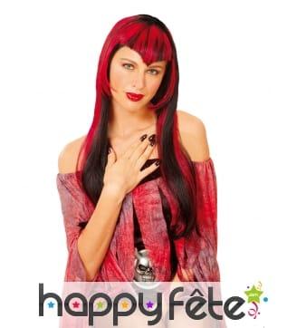 Longue perruque rouge et noire de vampire