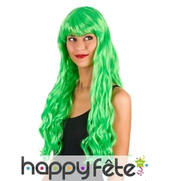 Longue perruque verte fluo ondulée
