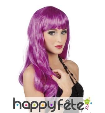 Longue perruque violette ondulée à frange