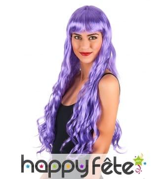 Longue perruque violette ondulée
