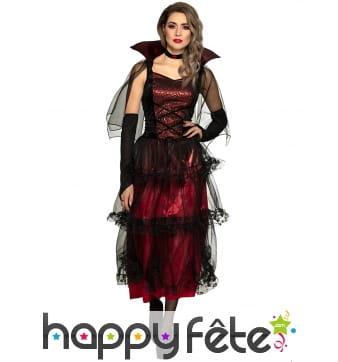 Longue robe de vampire avec voilures noires