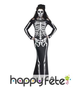 Longue robe moulante de femme squelette
