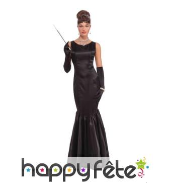 Longue robe noire de soirée prêt du corps