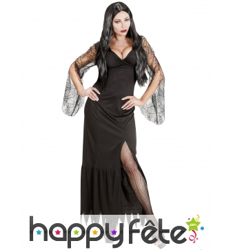 Longue robe noire de sorcière échancrée décolleté