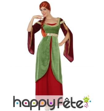 Longue robe rouge et verte médiévale