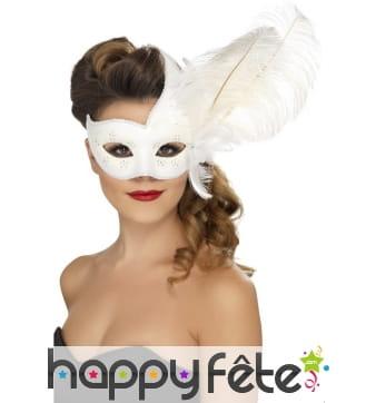 Masque de colombine orné de blanc