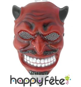 Masque de diable rouge au sourire effrayant