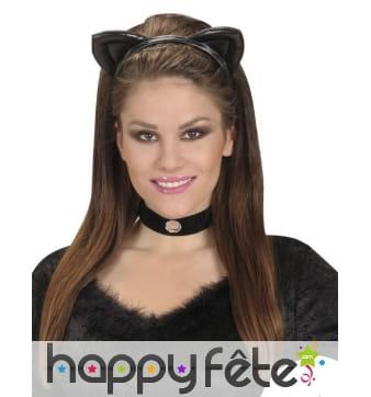 Oreilles de chat noir sur serre tête