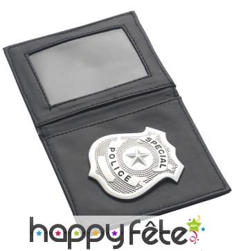Pochette avec badge de police, policier