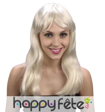 Perruque blonde légèrement ondulée