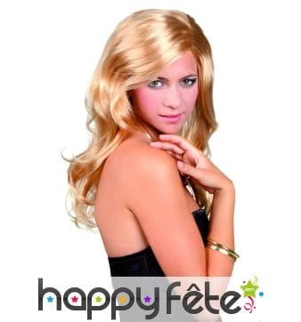 Perruque blonde ondulée avec raie sur le côté