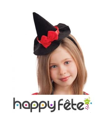 Petit chapeau de sorcière noir avec noeud rouge