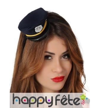 Petite casquette de police sur serre-tête