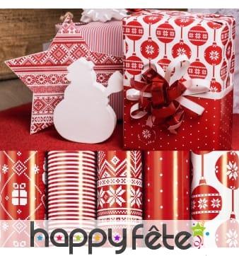 Papier cadeau rouge motifs de Noël