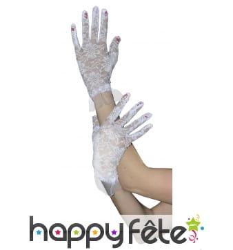 Paire de gants blancs en dentelle