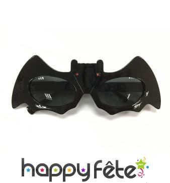 Paire de lunettes noires en forme de chauve-souris