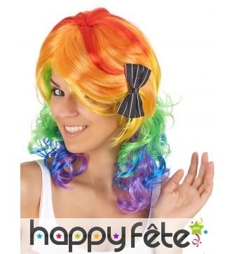 Perruque mi-longue multicolore et bouclée
