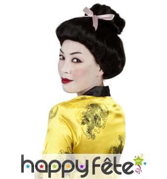 Perruque noire de geisha avec chignon et ruban