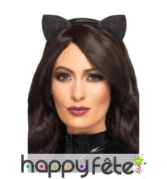 Petites oreilles de chat noir scintillantes