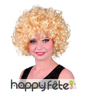Perruque ronde bouclée blonde