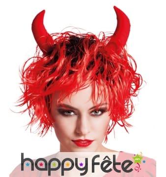 Perruque rouge courte avec cornes de diable