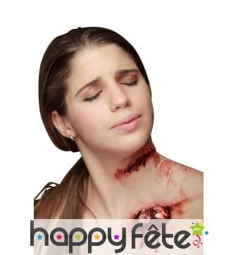 Plaie suturée en latex