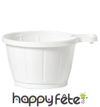 Petites tasses à café blanches en plastique