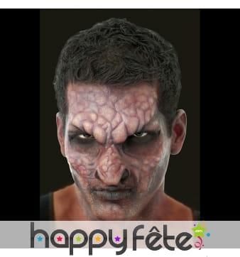 Prothèse visage de lézard, en mousse