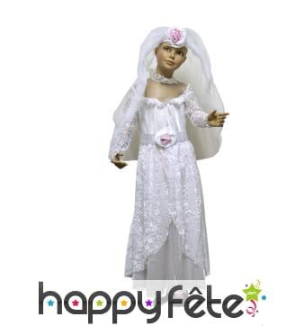 Robe blanche de petite mariée