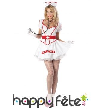 Robe blanche sexy d'infirmière