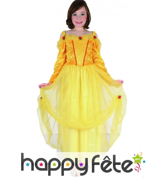 Robe dorée de petite princesse avec voilage