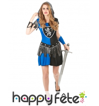 Robe noire et bleue de femme chevalier