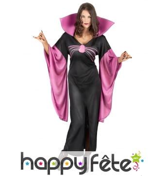 Robe noire et violette à grand col manches évasées