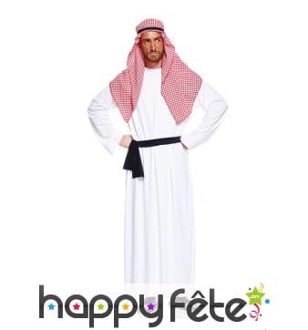 Tenue blanche de prince arabe avec turban vichy