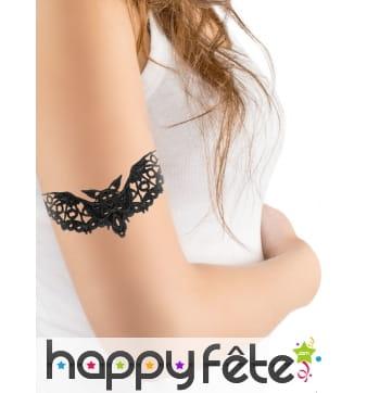 Tatouage chauve-souris noire motif dentelle