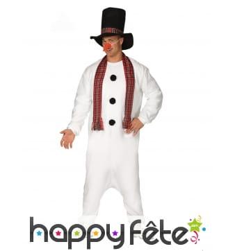 Tenue de bonhomme de neige avec chapeau