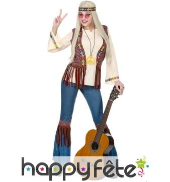 Tenue hippie avec veste marron à franges, femme